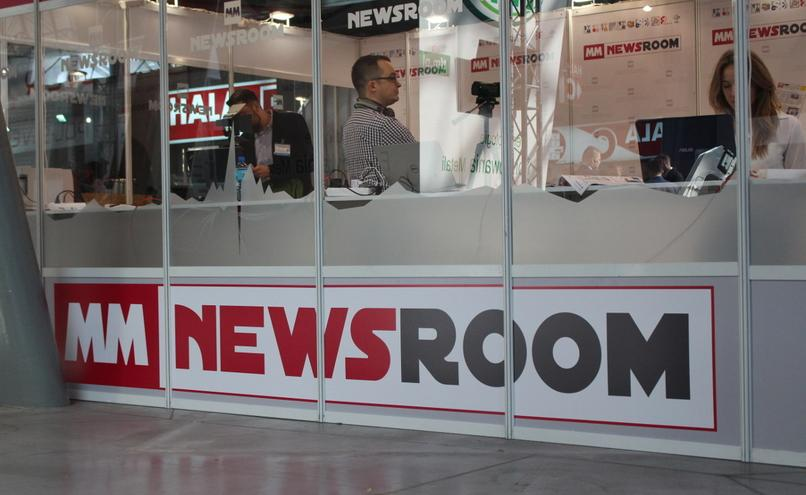 carousel-image-3-https://cms.magazynprzemyslowy.pl/media/cache/hitbox/media/galerie/m_m_newsroom_na_targach_s_t_o_m2019/img_8919%282%29.jpg
