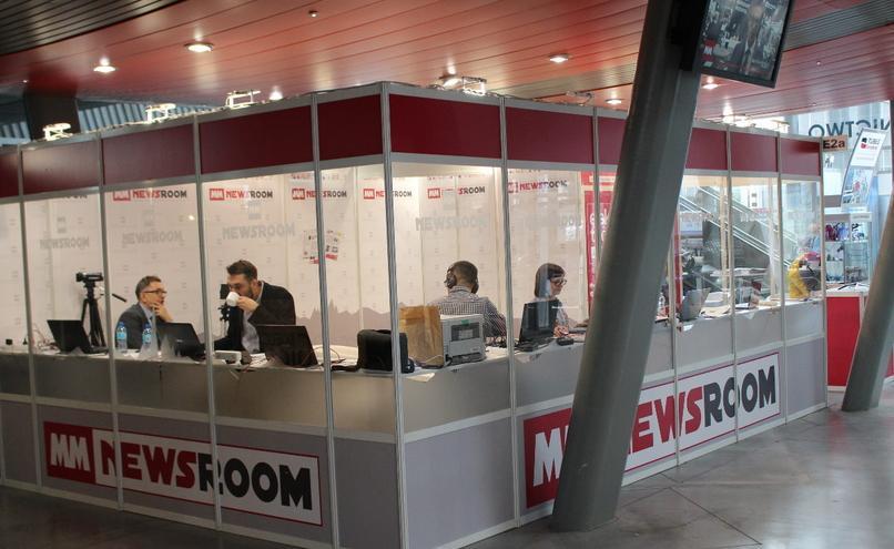 carousel-image-11-https://cms.magazynprzemyslowy.pl/media/cache/hitbox/media/galerie/m_m_newsroom_na_targach_s_t_o_m2019/img_9012.jpg