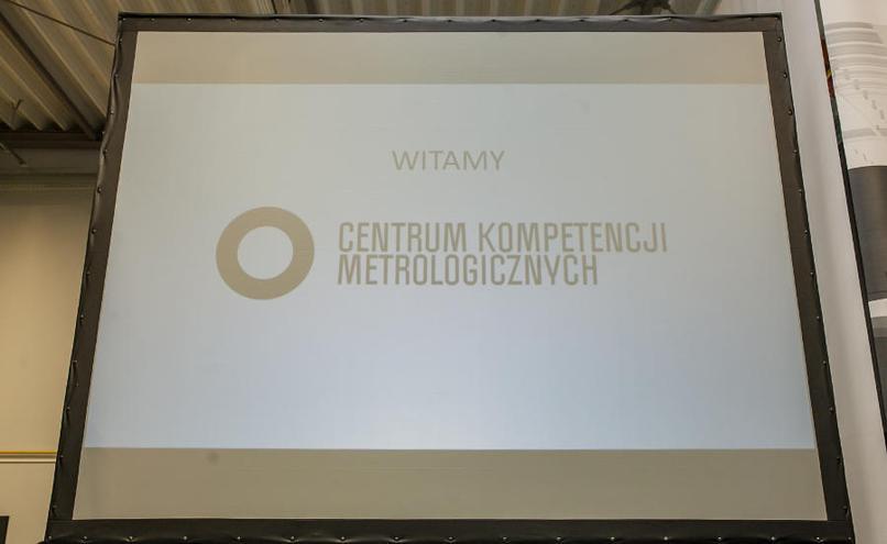 carousel-image-5-https://cms.magazynprzemyslowy.pl/media/cache/hitbox/media/galerie/otwarcie_centrum_kompetencji_metrologicznych/10.jpg