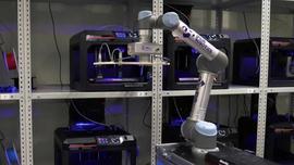 Roboty współpracujące na farmie drukarek 3D