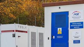 Pierwszy w Polsce magazyn energii z modułów Powerpack Tesla