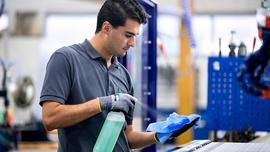 Czyszczenie i konserwacja maszyn wpływają na wyniki firmy