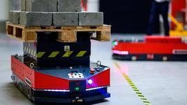 Inteligentne wózki pomogą zrewolucjonizować transport w fabrykach